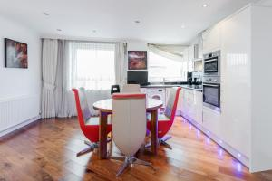 Brownhill Property, Apartmanok  London - big - 8