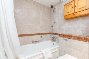 Brownhill Property, Apartmanok  London - big - 94