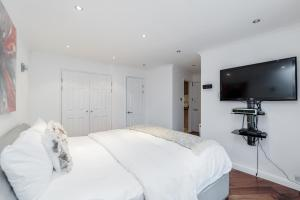 Brownhill Property, Apartmanok  London - big - 93