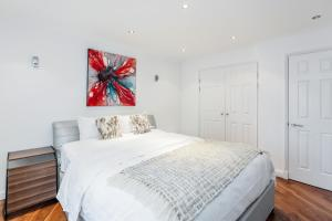 Brownhill Property, Apartmanok  London - big - 35