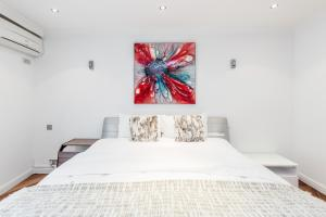 Brownhill Property, Apartmanok  London - big - 34