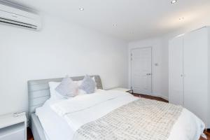 Brownhill Property, Apartmanok  London - big - 33