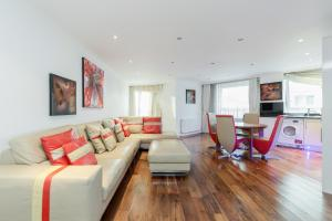 Brownhill Property, Apartmanok  London - big - 131