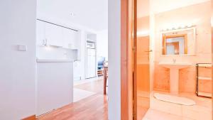 Concepción Jerónima, Apartments  Madrid - big - 35