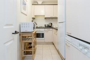 Brownhill Property, Apartmanok  London - big - 103
