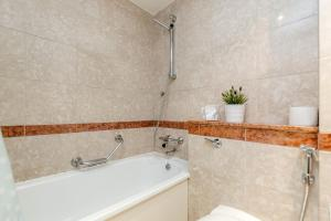 Brownhill Property, Apartmanok  London - big - 101