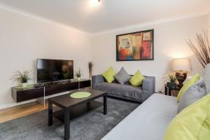 Brownhill Property, Apartmanok  London - big - 88