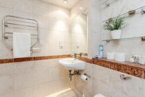 Brownhill Property, Apartmanok  London - big - 86