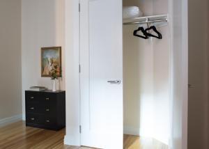 Three-Bedroom on Newbury Street Apt 31, Apartmány  Boston - big - 18
