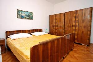 Apartment Metajna 6351g