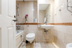 Brownhill Property, Apartmanok  London - big - 81