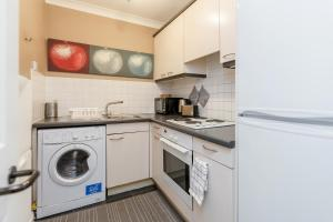 Brownhill Property, Apartmanok  London - big - 75