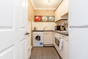 Brownhill Property, Apartmanok  London - big - 74