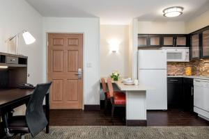 Staybridge Suites Chantilly Dulles Airport, Hotels  Chantilly - big - 3