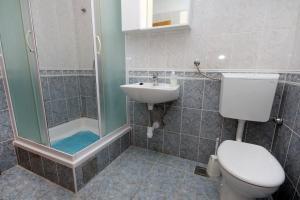Apartment Slatine 5999a, Apartmanok  Slatine - big - 10