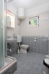 Apartment Slatine 5999a, Apartmanok  Slatine - big - 9
