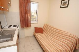 Apartment Slatine 5999a, Apartmanok  Slatine - big - 8