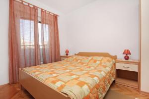 Apartment Slatine 5999a, Apartmanok  Slatine - big - 6