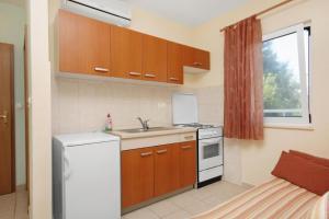 Apartment Slatine 5999a, Apartmanok  Slatine - big - 5