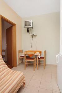 Apartment Slatine 5999a, Apartmanok  Slatine - big - 2