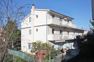 Apartment Slatine 5999a, Apartmanok  Slatine - big - 19