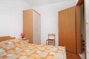 Apartment Slatine 5999a, Apartmanok  Slatine - big - 3