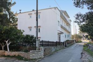 Apartment Slatine 5999a, Apartmanok  Slatine - big - 17