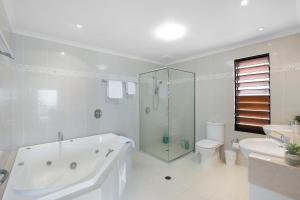 Whitsunday Ocean Melody Deluxe Villa, Homestays  Airlie Beach - big - 6