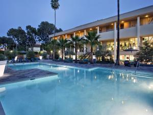 Luxury, Universal Studio