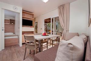 Campsite Porton Biondi Mobile Homes Mediteran, Ferienparks  Rovinj - big - 46