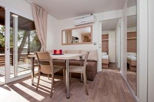 Campsite Porton Biondi Mobile Homes Mediteran, Ferienparks  Rovinj - big - 42