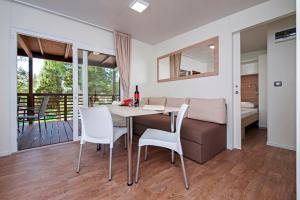 Campsite Porton Biondi Mobile Homes Mediteran, Ferienparks  Rovinj - big - 71