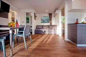Campsite Porton Biondi Mobile Homes Mediteran, Ferienparks  Rovinj - big - 95