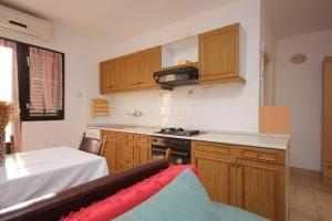 Apartment Vis 2412a