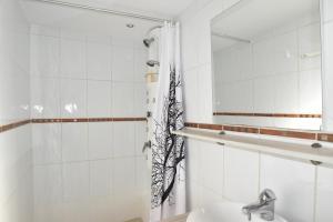 Air Rental - Coloc dans Villa d'architecte, Bed and Breakfasts  Montpellier - big - 14