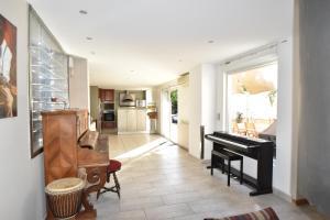 Air Rental - Coloc dans Villa d'architecte, Bed and Breakfasts  Montpellier - big - 9