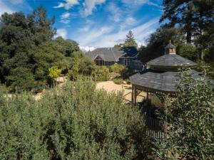 Quiet Oaks Manor, Holiday homes  Julian - big - 4