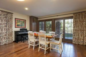 Quiet Oaks Manor, Holiday homes  Julian - big - 47