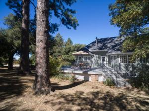 Quiet Oaks Manor, Holiday homes  Julian - big - 34