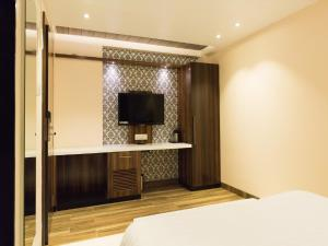 Hotel Sangat Regency, Отели  Бхопал - big - 32