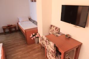 Pansion Centar, Bed & Breakfasts  Tuzla - big - 12
