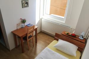 Pansion Centar, Bed & Breakfasts  Tuzla - big - 2