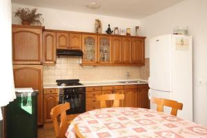 Apartment Grebastica 8367a, Ferienwohnungen  Brodarica - big - 11