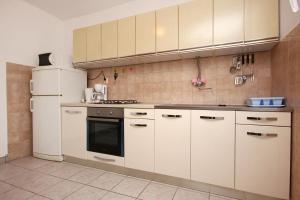 Apartment Vinisce 10006a, Ferienwohnungen  Vinišće - big - 1