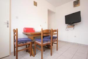 Apartment Vinisce 10006a, Ferienwohnungen  Vinišće - big - 4