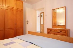 Apartment Vinisce 10006a, Ferienwohnungen  Vinišće - big - 2