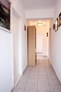 Apartment Vinisce 10006a, Ferienwohnungen  Vinišće - big - 9