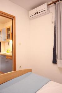 Studio Vinisce 10006a, Apartmanok  Vinišće - big - 4