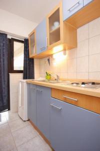 Studio Vinisce 10006a, Apartmanok  Vinišće - big - 2