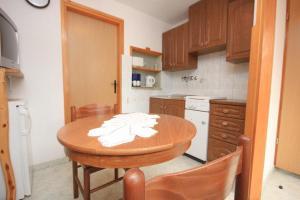 Apartment Stokovci 7457b, Апартаменты  Štokovci - big - 5